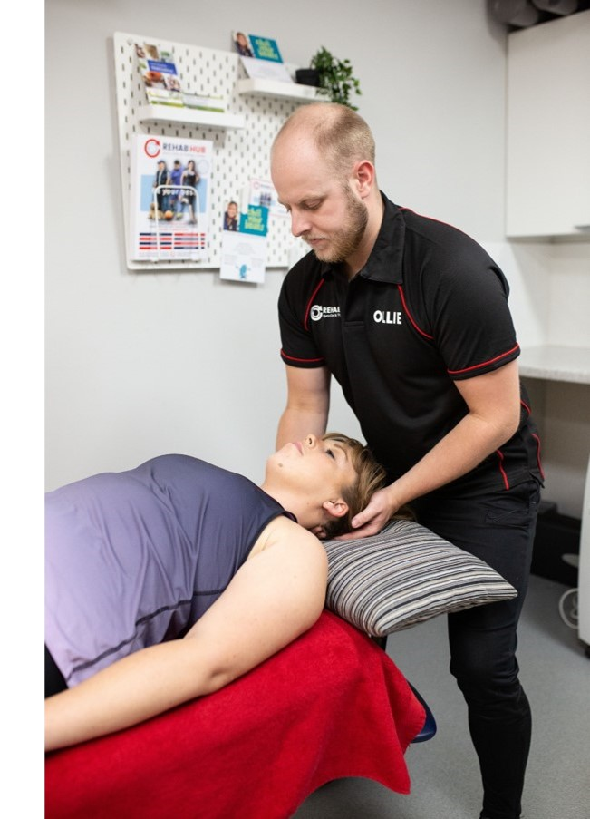 osteopath treats neck pain in biggleswade